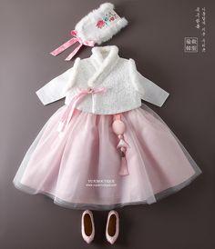 Little Fashion, Baby Girl Fashion, Kids Fashion, Cute Baby Clothes, Clothes For Women, Modern Hanbok, Baby Suit, Korean Dress, Batik Dress