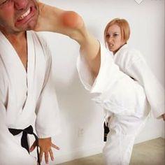 Female Martial Artists, Martial Arts Women, Leo Girl, Karate Girl, Girl Fights, Female Fighter, Women's Feet, One Shoulder Wedding Dress, Photo And Video