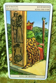 PAGE OF SWORDS - Learn Tarot