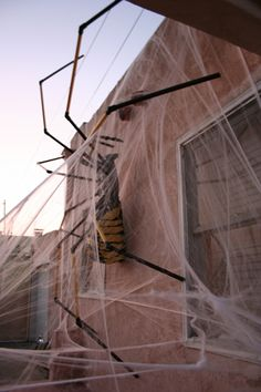 GIANT SPIDER: This Halloween spider is made of chicken wire, plaster bandage strips, pvc pipes, and some black spray paint. I'd love to make this! ------ :)  Bev