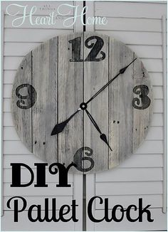 Easy Farmhouse Styled DIY Pallet Clock!