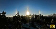 Myös Jakomäessä ihailtiin auringonlaskun valopilareita.