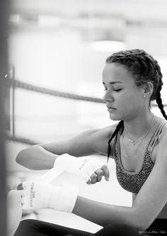 Shadowbox / Chloe, Brittany Clybourn, Boxing, Fitness / Garnace Doré