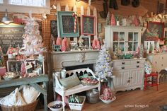 urban farmgirl every time! aqua & pink, lots of furniture Vintage Booth Display, Antique Booth Displays, Antique Mall Booth, Antique Booth Ideas, Craft Booth Displays, Booth Decor, Store Displays, Antique Shops, Display Ideas