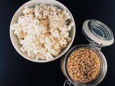 Home-made popcorn, lekkere snack die je in de microgolfoven maakt in een handomdraai