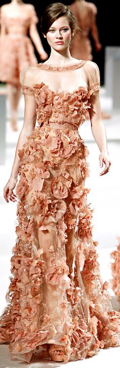 Labense designer Elie Saab, a newcomer in the haute couture world, continues to dazzle us with his wonderful gowns. Elie Saab was first re. Elie Saab Bridal, Bridal Gown, Style Couture, Couture Fashion, Runway Fashion, Latest Fashion, Fashion Trends, Elie Saab Couture, Beautiful Gowns