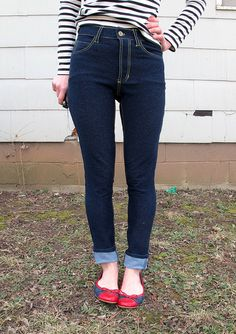 Lauren from Lladybird.com made a beautiful pair of jeggings using our Indigo knit stretch denim. Don't they look so comfortable? See the denim fabric here: http://organiccottonplus.com/products/stretch-denim-65-indigo Read the review here: http://lladybird.com/2015/03/09/completed-organic-cotton-jeggings/