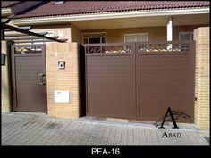 Puerta batiente de garaje en perfil de chapa