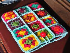 iPad Case iPad Cover iPad Sleeve Colourful Retro Crochet by Floom etsy Crochet Pencil Case, Crochet Case, Crochet Purses, Crochet Granny, Knit Crochet, Crochet Ipad Cover, Crochet Designs, Crochet Patterns, Granny Square Bag