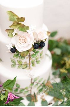 Botanical Wedding Inspiration - photo: Anushé Low - www.anushe.com  http://www.hochzeitsguide.com/de/styled-shoots/botanicals-and-berries-faszinierendes-blumenshoot-von-anushe-low-photography#english