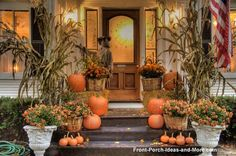 Amazing Halloween Decorations For Outside Fall Front Porch Decorating Ideas Halloween Veranda, Halloween Porch, Fete Halloween, Outdoor Halloween, Halloween Decorations, House Decorations, Thanksgiving Decorations, Harvest Decorations, Outdoor Decorations