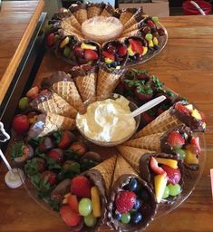 Party Food Platters, Party Trays, Good Food, Yummy Food, Birthday Brunch, Snacks Für Party, Party Appetizers, Party Games, Cooking Recipes