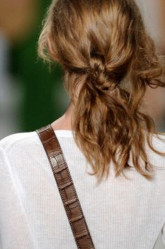Runway hair trends we can all wear Ponytail Hairstyles, Diy Hairstyles, Pretty Hairstyles, Simple Hairstyles, Hairdos, Updos, Messy Plaits, Runway Hair, Hair Knot