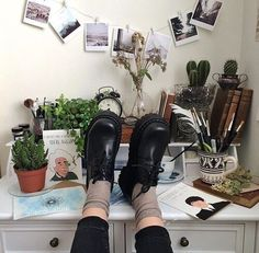 Find Here 42 Stunning Aesthetic Room Accessories Ideas Indie Room, Art Hoe Aesthetic, Aesthetic Rooms, Aesthetic Style, Aesthetic Images, Character Aesthetic, My New Room, My Room, Roomspiration