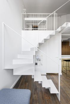 White Apartment: White Surface of Modern Interior Design with Mezzanine in An Apartment Stairs Design Apartment Design Interior Mezzanine Modern Surface White Staircase Interior Design, Stairs Architecture, Modern Staircase, Modern Interior Design, Interior Architecture, Contemporary Interior, Spiral Staircases, Small Staircase, Staircase Ideas