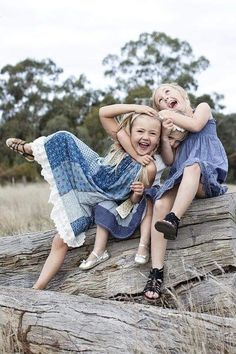 Little girls just wanna have fun! Beautiful Smile, Beautiful Children, Country Blue, Country Girls, Country Living, Baby Kind, Happy People, Happy Things, Smile Face