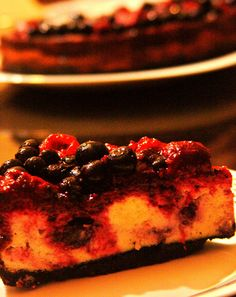 raspberry and blueberry cheesecake