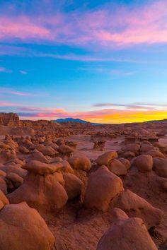 Hoodoos and a fine sunset. Goblin Valley Utah USA [OC][40006000] #reddit