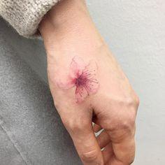 Este minimalista mão tat