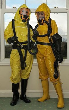 Double yellow Latex and Gas Mask Fetish Faszination Latex, Latex Babe, Latex Catsuit, Gas Mask Girl, Rubber Catsuit, Country Wear, Heavy Rubber, Yellow Raincoat, Rubber Gloves