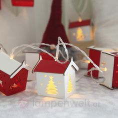 10 weihnachtlich gestaltete Häuschen mit schönstem, atmosphräischem Licht. Ein echter Blickfang zur Winter- und #Weihnachtszeit in deinen vier Wänden.