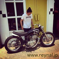 reynal bobber sr400 thrasher Tracker Motorcycle, Cafe Racer Motorcycle, Motorcycle Design, Yamaha Motorcycles, Vintage Motorcycles, Custom Motorcycles, Sr 500, Cafe Racer Parts, Cafe Bike