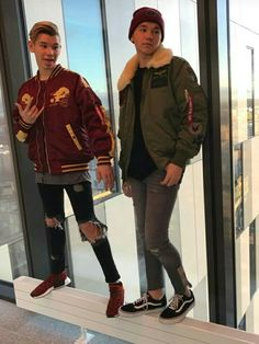 hot as hell😍 Twin Boys, Twin Brothers, My Boys, Delicious Boy, Bars And Melody, Dream Boyfriend, I Go Crazy, Boy Celebrities, M Photos