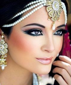 Supernatural Style | https://pinterest.com/SnatualStyle/  impresionante maquillaje arabe mejores equipos