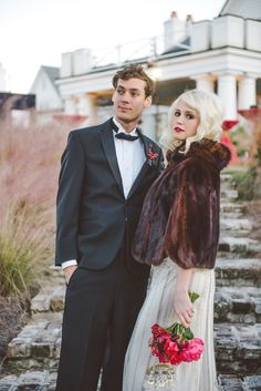 elegant Charleston wedding // photo by Sean Money + Elizabeth Fay // styling by A Charleston Bride // view more: http://ruffledblog.com/bold-gold-charleston-wedding-ideas