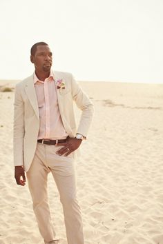 """This groom's suit and shirt perfectly """"suit"""" his Bahamas destination wedding! // Photo courtesy of La Dolce Vita Studio."""
