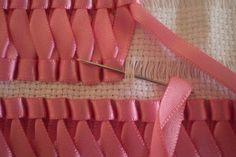 Вышивка лентами на салфетках, полотенцах, скатертях… Очень красивый и нарядный декор, особенно с цветочными мотивами! — БУДЬ В ТЕМЕ