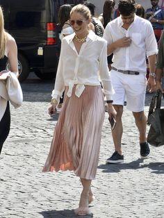 夫、ヨハネス・ヒューブルとともにローマを訪れていたオリヴィア・パレルモ。この日の装いは、あの映画から飛び出してきた王女様のようで……。