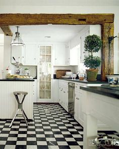 re:pin BKLYN contessa :: elle decor :: In the Connecticut kitchen of accessories designers Richard Lambertson and John Truex, white cabinetry and soapstone counters echo the palette of the checkered tumbled-marble floor beneath. Kitchen And Bath, New Kitchen, Kitchen Ideas, Kitchen White, Kitchen Wood, Kitchen Cabinets, Awesome Kitchen, Kitchen Small, Beautiful Kitchen