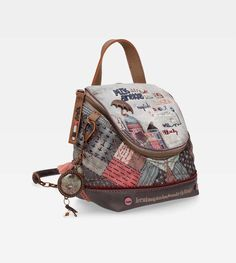 Discover the whole collection of modern bags and backpacks in our online store. Patchwork Bags, Quilted Bag, Mini Backpack, Leather Backpack, Diy Bags Patterns, Mini Mochila, Craft Bags, Fabric Bags, Girls Bags