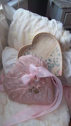 Such a pretty heart box, love the inside, as much as the outside~❥