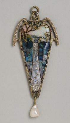 Pendant Cascade, ca 1900  Gold enamel, opals, diamonds  and Baroque pearls by Mucha