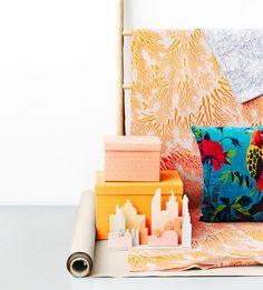 Orange linen is Marimekko's Meriheinä / spring 2015. Anna Arimaa, photo Piia Arnould / Glorian koti