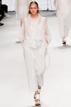 Issey Miyake Spring 2015 Ready-to-Wear - Collection