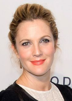 Drew Barrymore Pairs Orange Lips with Lilac Lids | Beauty Blitz