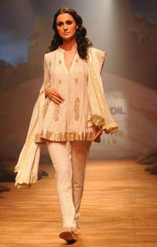 Ritu Kumar. DCW 08'. Indian Couture.