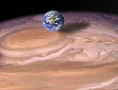 De aarde vs jupiter de grote rode vlek.