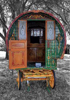 Gypsy Caravan, what fun! Gypsy Trailer, Gypsy Caravan, Gypsy Wagon, Teardrop Trailer, Décor Boho, Bohemian Gypsy, Gypsy Style, Hippie Style, Gypsy Decor