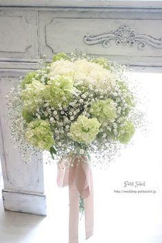 ホワイト グリーン ブーケ Baby's Breath Wedding Flowers, Flower Bouquet Wedding, Floral Wedding, White Flowers, Beautiful Flowers, Wedding Centerpieces, Wedding Decorations, Wedding Hands, Hand Bouquet