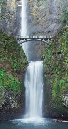 The mystical Multnomah Falls in Portland, Oregon Landscape Photography Tips, Scenic Photography, Waterfalls Photography, Night Photography, Landscape Photos, Waterfall Photo, Waterfall Hikes, Multnomah Falls Oregon, Oregon Waterfalls