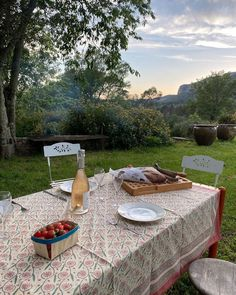 Casual Dinner Parties, Outdoor Dinner Parties, European Summer, Italian Summer, Summer Aesthetic, Travel Aesthetic, Dream Life, My Dream Home, Fresco