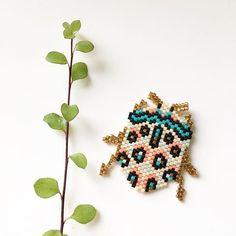 Sphaerocoris annulus ou encore la punaise Picasso... c'est son petit nom ! La nature offre des petites bêtes incroyables ! Pas besoin de beaucoup d'imagination ici ! Faites défiler les photos pour la rencontrer ! . Sûrement le début d'une petite série d'insectes multicolores ☺️ #motifrosemoustache #serieinsectesrosemoustache #rosemoustache #perles #perlesandco #tissageperles #perlesaddict #perlesaddictanonymes #lacabaneaperles #lapetiteepicerie #tissage #jesuisunesquaw #beading #miy...