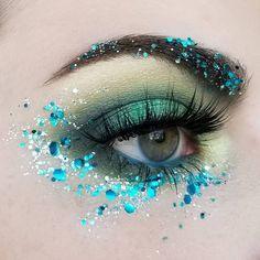 Love this glitter look! Get your ilo cosmetics glitter, available at … - Eye Makeup Eye Makeup Glitter, Festival Makeup Glitter, Eye Makeup Art, Fairy Makeup, Mermaid Makeup, Beauty Makeup, Makeup Tips, Mua Makeup, Makeup Ideas