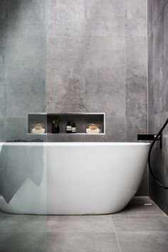 Bathroom Ideas Modern Bathroom Shower Jacuzzi bathtub Washbasins Decor In Grey Bathroom Tiles, Bathroom Renos, Laundry In Bathroom, Modern Bathroom Design, Bathroom Interior, Bathroom Ideas, Grey Tiles, Modern Bathtub, Concrete Bathroom