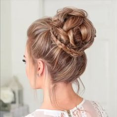 hair tutorial video, braided hair bun for medium length hair videos Braided hair bun tutorial video! Easy Braided Updo, Braided Bun Hairstyles, Easy Hairstyles For Long Hair, Braided Hairstyles For Long Hair, Amazing Hairstyles, Style Hairstyle, Bun Hairstyle For Wedding, Easy Hair Buns, Wavy Hairstyles