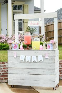EASTER EGG HUNT LEMONADE STAND – Sometimes competitive games are just stressful. For the kids who prefer to play behind the scenes, this adorable lemonade stand is the perfect fix. Click for the full tutorial and for more easter games.